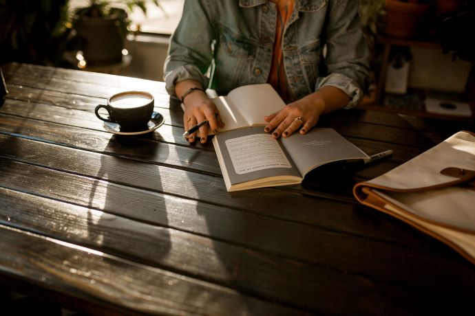 Person-reading-at-wooden-table
